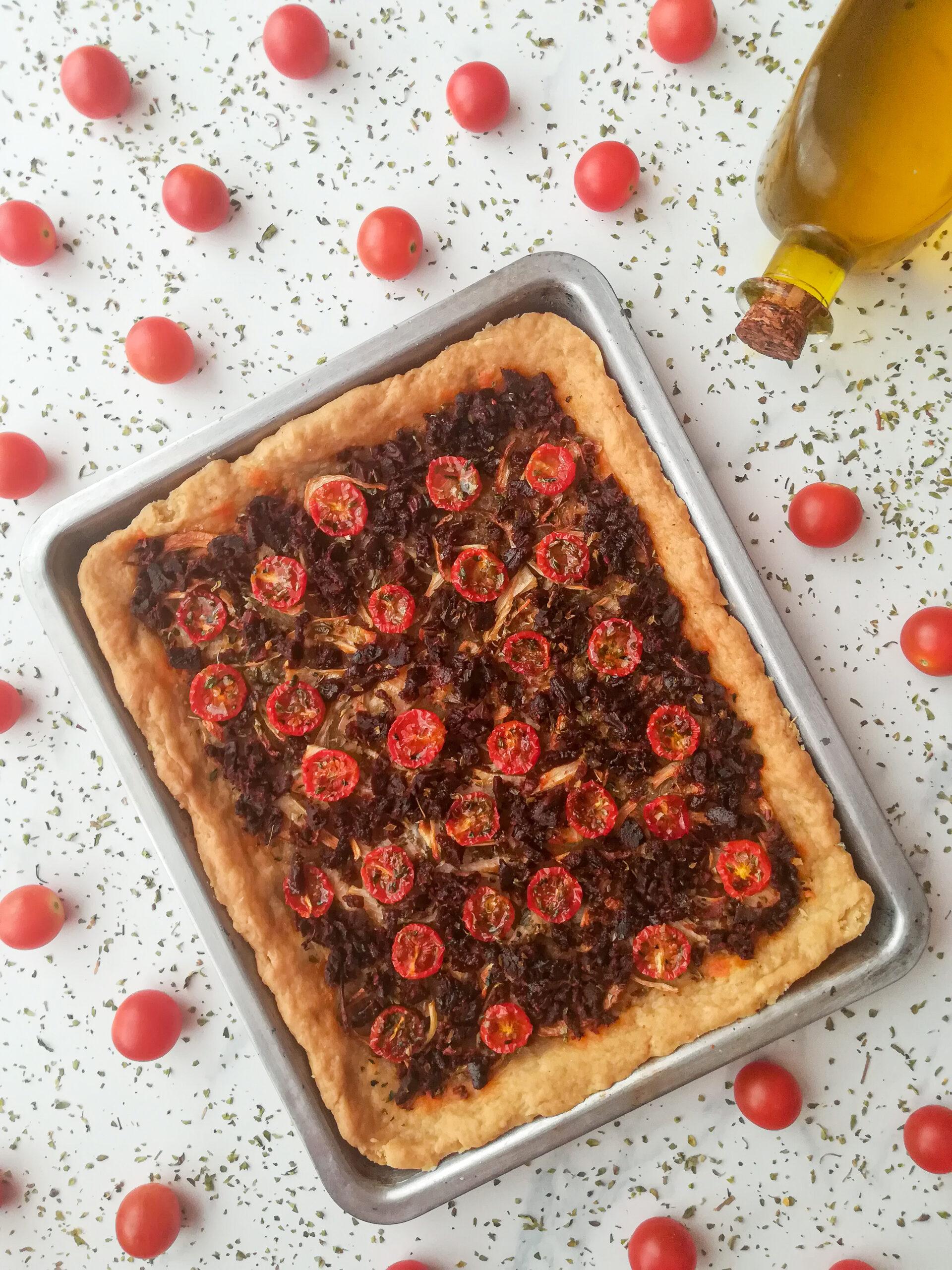 Coca valenciana de cebolla y tomates cherry con Calabizo