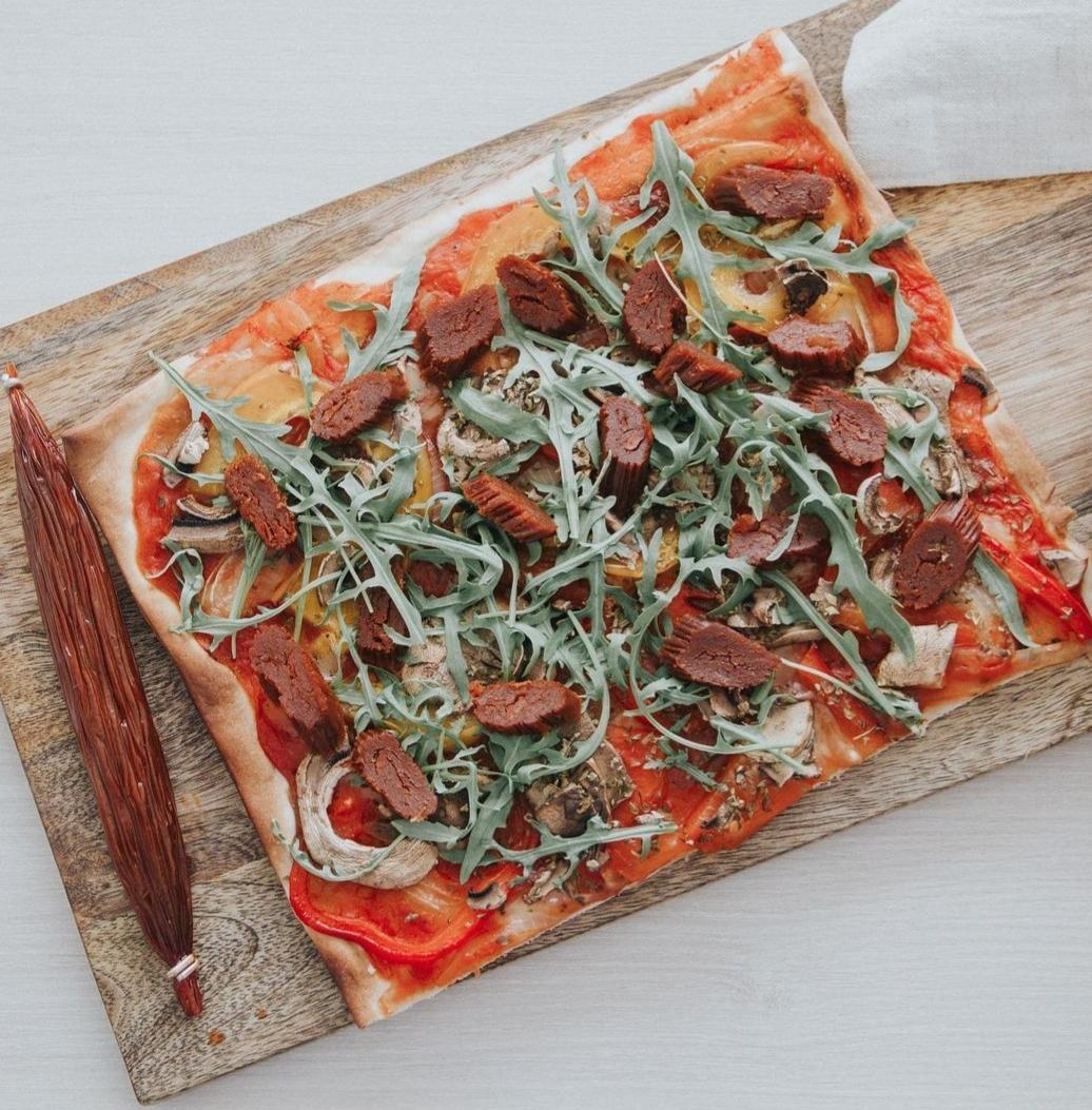 Pizza con rúcula y calabizo