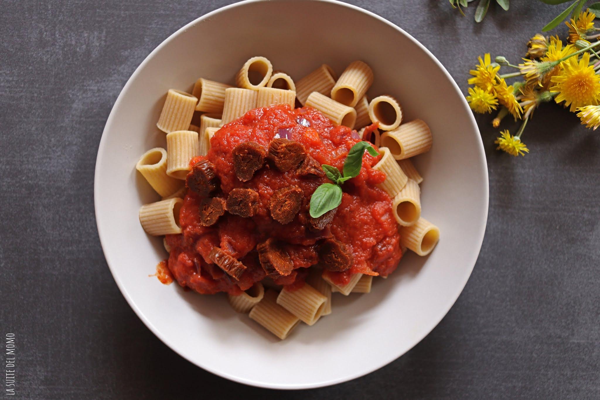 Pasta con salsa de tomate al pimentón y calabizo